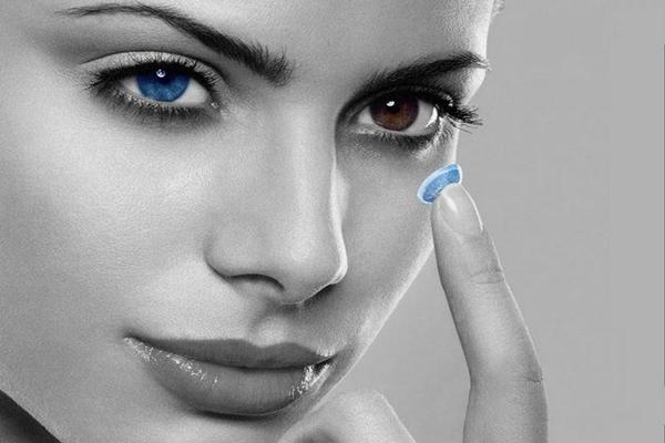 kontaktna sociva u boji